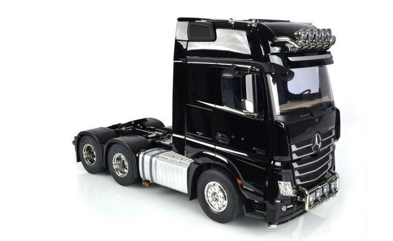 Camion tamiya mercedes actros 3363 6x4 gigaspace 3 assi for Rc mercedes benz