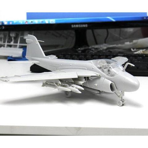 kinetic-A-6A-E-Intruder-1-48-Modellismo-statico-K48034