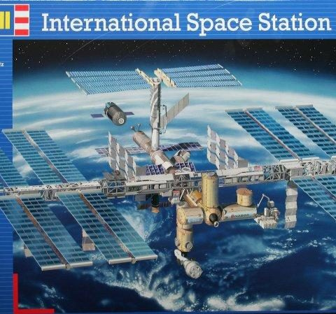 space-station-iss-04841-revell