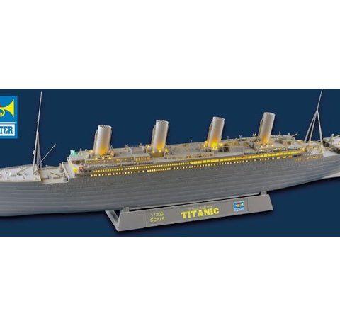 titanic-trumpeter-03719-1-200-foto0